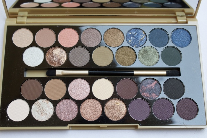 Makeup Revolution Fortune Favours The Brave 30 Eyeshadow Palette